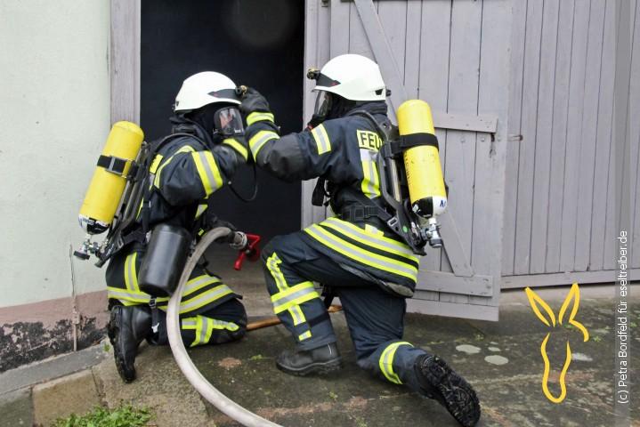Drei Kinder aus brennendem Gebäude gerettet
